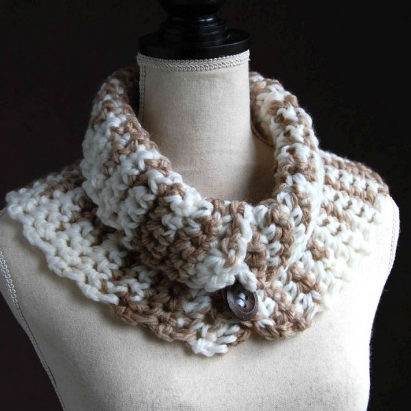 Snood adulte laine acrylique marron blanc 3 boutons bois
