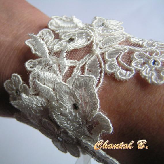 Bracelet dentelle ivoire et strass manchette de mariage