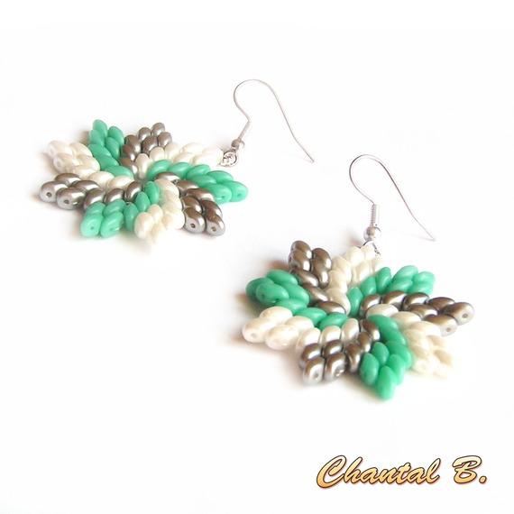 boucles d'oreilles originales perles de verre blanches vertes et grises