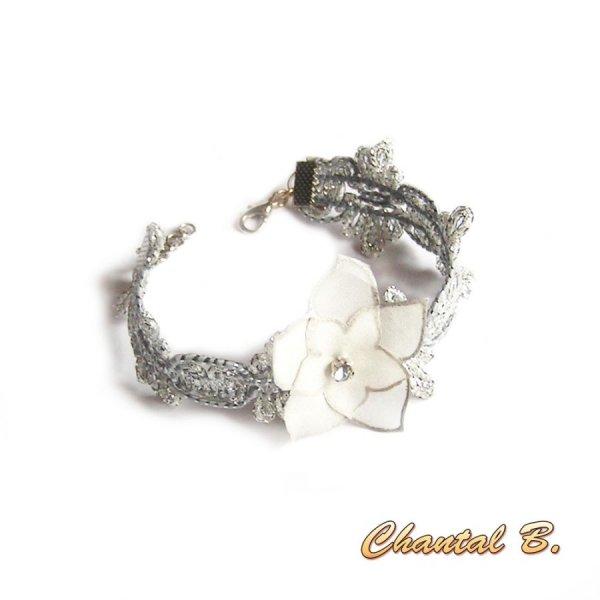 Bracelet guipure argent et sa fleur soie blanche peinte personnalisable en bandeau cheveux