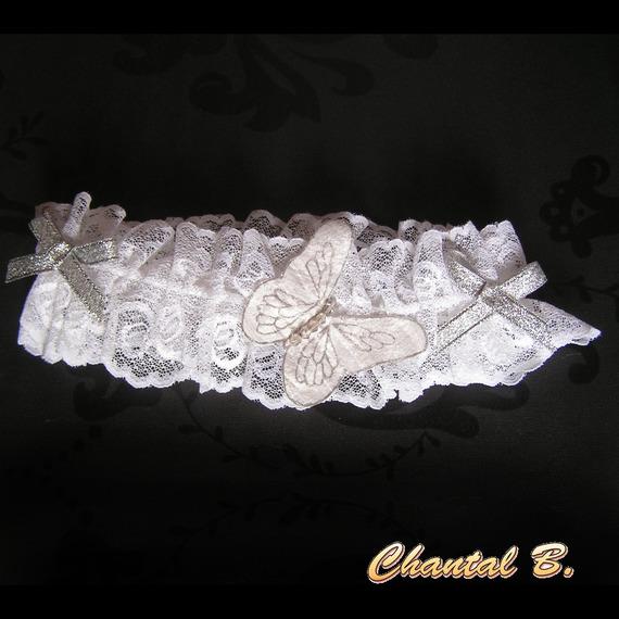 coussin mariage porte alliances pour mariage thème papillon blanc et argent