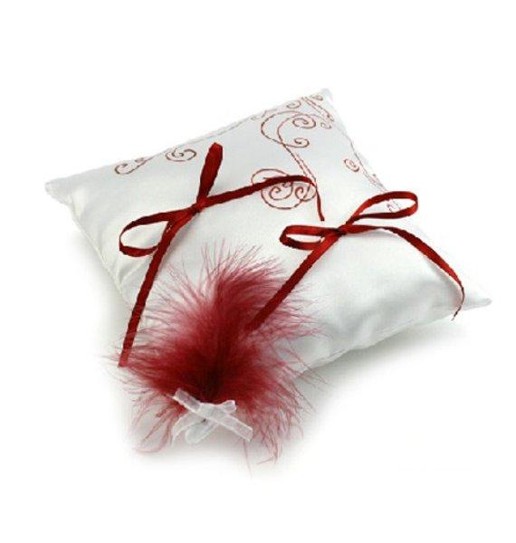 coussin porte alliances arabesque et plume bordeaux satin blanc
