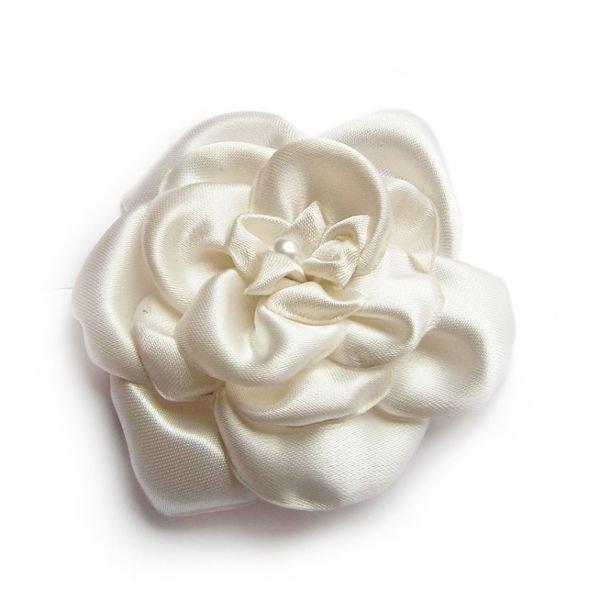 fleur de satin ivoire et perle nacrée faite main pour accessoire mariage