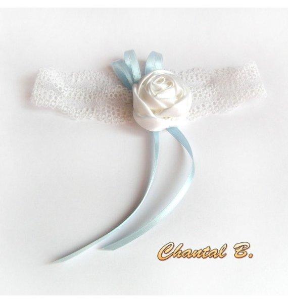 jarretière mariage dentelle blanche fleur de satin et ruban bleu