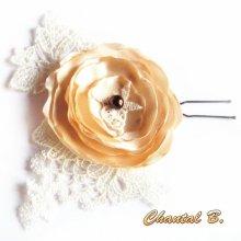 pic fleur à chignon épingle à cheveux mariage fleur de satin sur dentelle ivoire perle chocolat