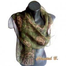 long foulard mousseline de soie kaki peint main fleurs beige roulotté main