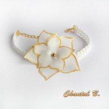 Bracelet adaptable en bandeau cheveux dentelle guipure et sa fleur soie blanche peinte