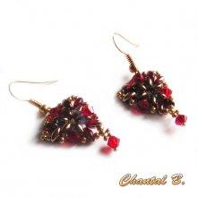 boucles d'oreilles rouge triangle perles cristal Swarovski rouge et bronze doré