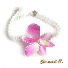 Bracelet adaptable en bandeau cheveux dentelle guipure blanche et sa fleur orchidée de soie rose mariage