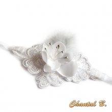 Bracelet dentelle et fleur de satin blanc manchette de mariage