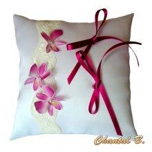 coussin d'alliances ORCHIDEE de soie rose romantique dentelle thème exotique