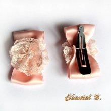 barrettes accessoire coiffure mariage noeud satin saumon et fleur de dentelle