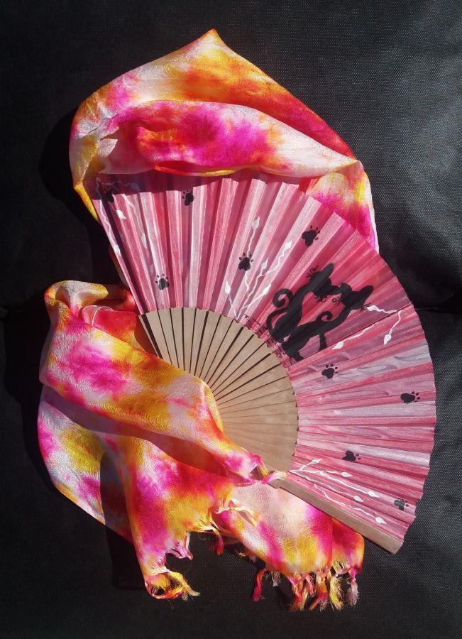 L'écharpe Batik et son éventail en soie