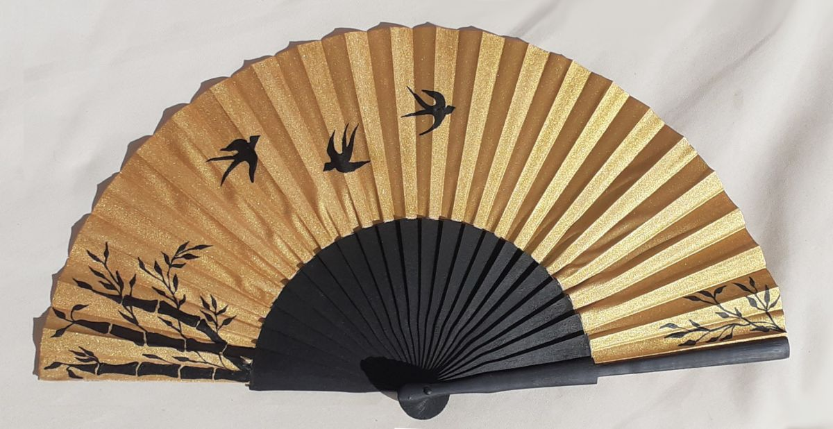 """Eventail en satin dessiné et peint à la main """"Japan gold"""""""