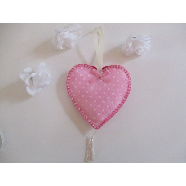 Suspension coeur feutrine rose et petit chat gris