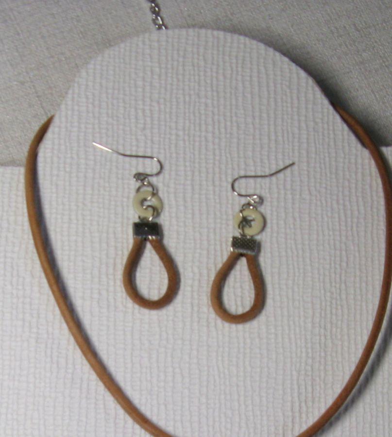 boucles d'oreille cuir et émail