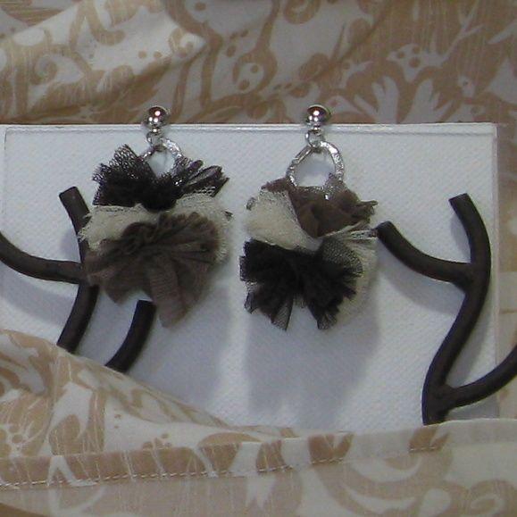 boucles d'oreille pour femme pompon en tissus marron et beige création unique