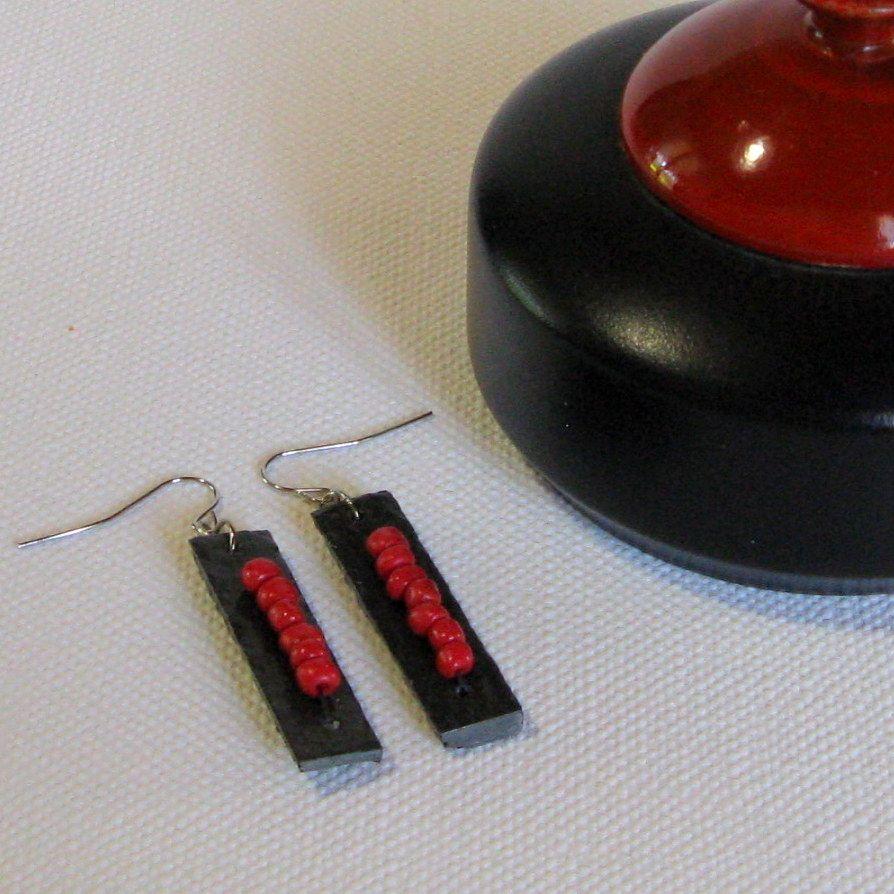 boucles d'oreille longues rouge et noire, création artisanale