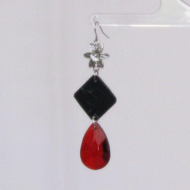 boucles d'oreille longues rouge et noire ardoise et perles facettes, fait main
