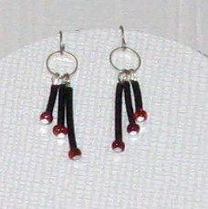 boucles d'oreille noire et rouge pour oreilles percées