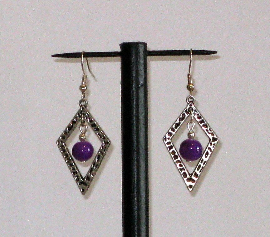 boucles d'oreille pendant losange argent et perle violette