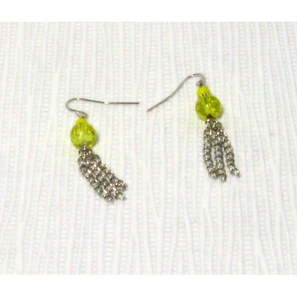 boucles d'oreille percées jaune avec pompon de chaine