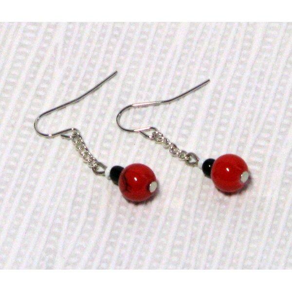boucles d'oreille rouge et noire sur chaine