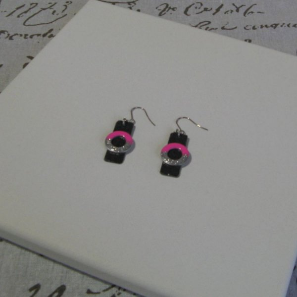 Boucles d'Oreilles pour Femme en Ardoise et Métal Emaillé Rose vif et Argent Pailleté