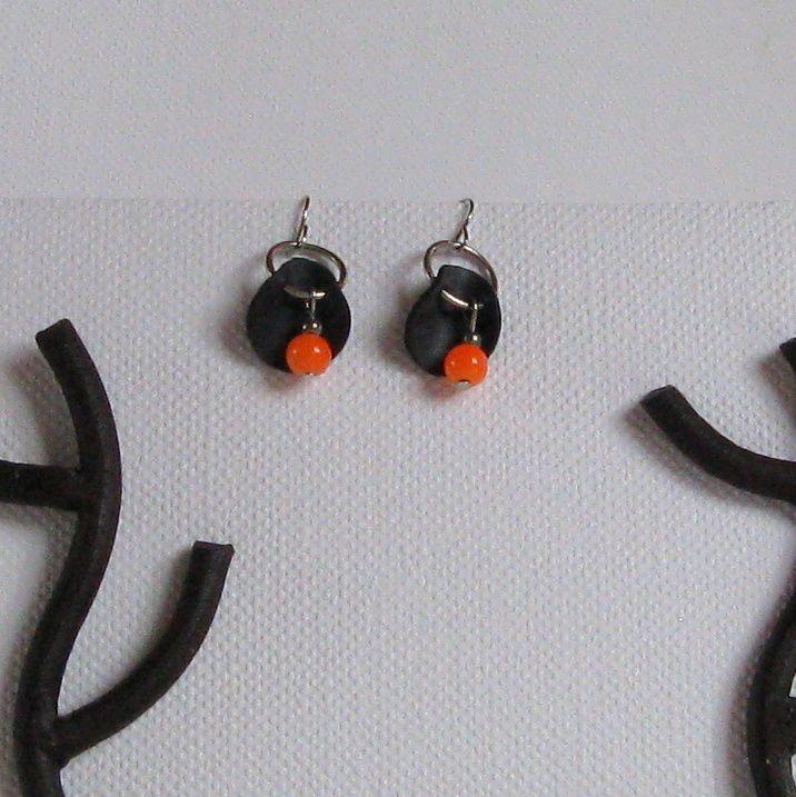 boules d'oreille modernes perles orange silicone noir, création fait main