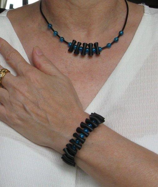 bracelet pvc et perles bleue foncée