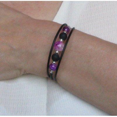 bracelet trois rangs violet et noir sur silicone noir