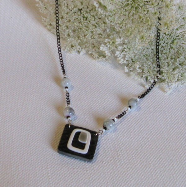 Collier de créateur en ardoise  et perles gris et noir
