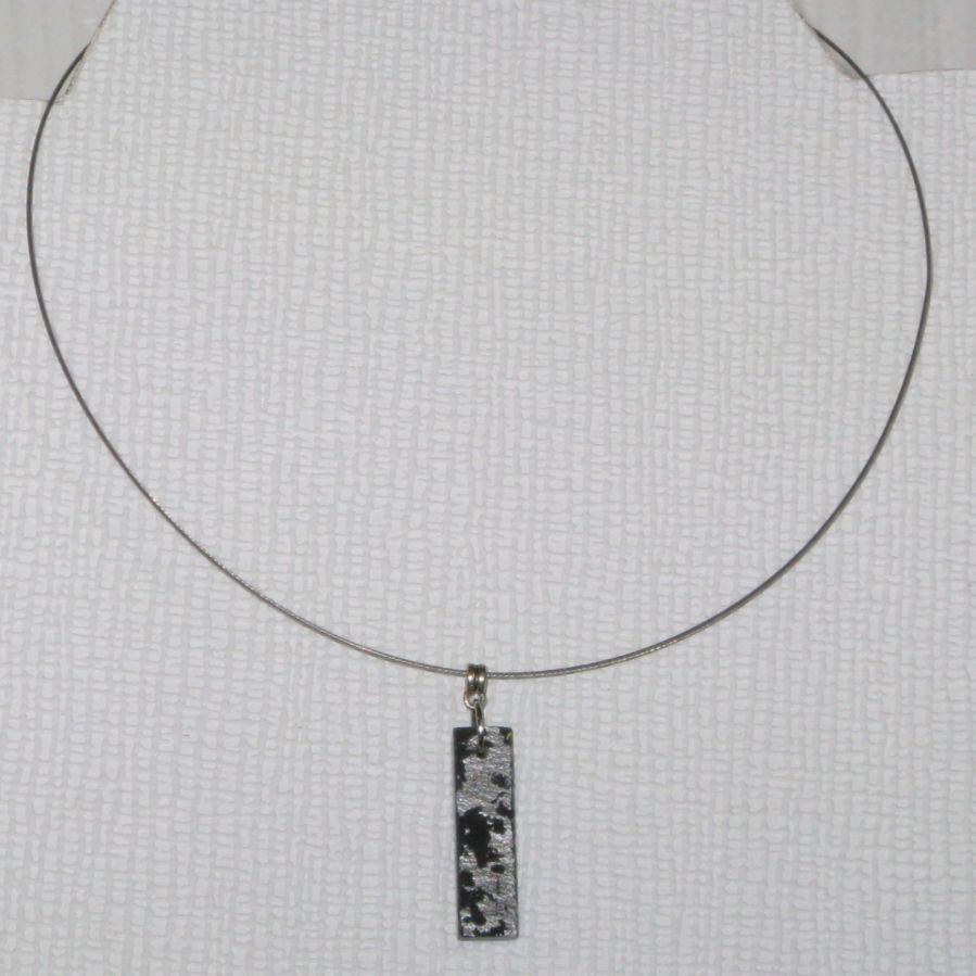 collier créateur or ou argent sur ardoise monté sur câble gainé