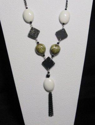 collier long en céramique et ardoise sur chaine noire