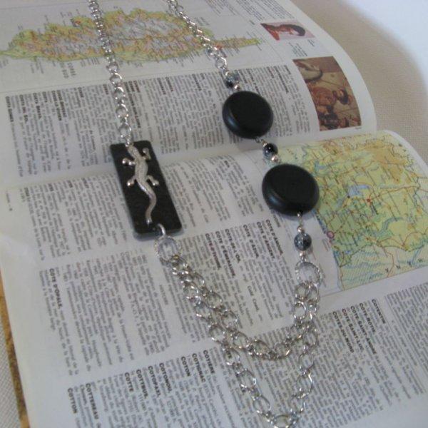 Collier Long pour Femme en Ardoise Habillée d'un Lézard monté sur une Chaine à Gros Maillons, Création Unique
