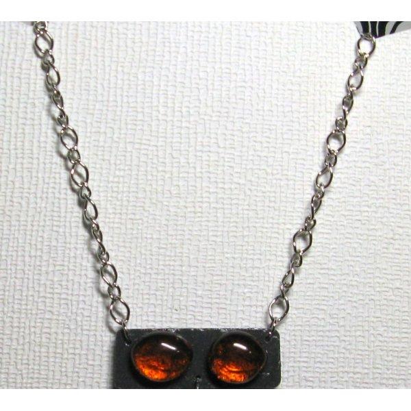 collier long moderne en ardoise et cabochons de verre marron