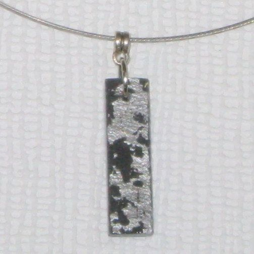 collier pendentif ardoise or ou argent au choix, monté sur câble gainé, création artisanale
