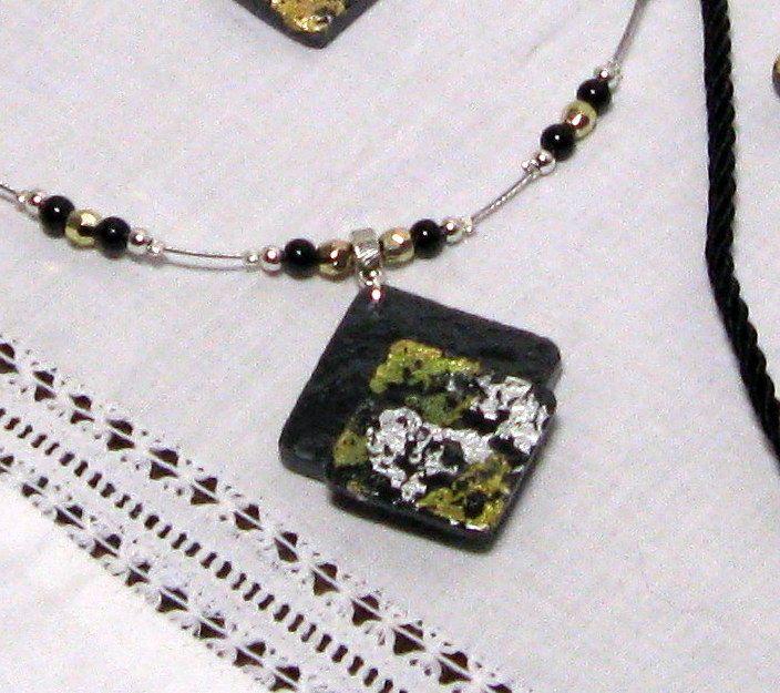 collier pendentif femme en ardoise et feuille métallique argenté et doré style haute couture