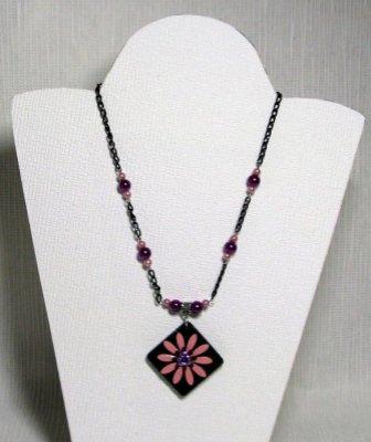 collier pendentif fleur émaillée rose sur chaine noire
