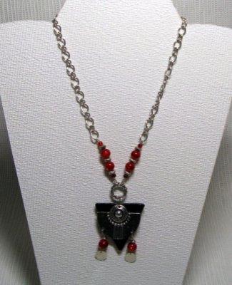 collier pendentif rouge et argent style ethnique avec ardoise