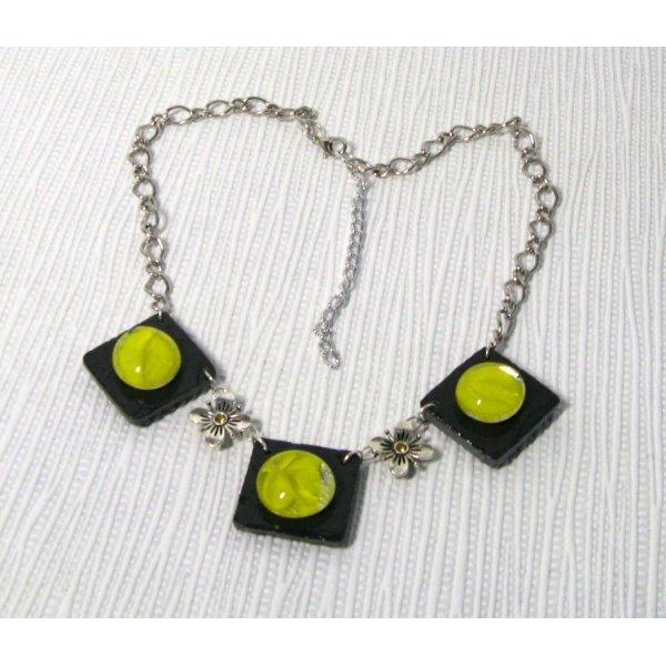collier plastron cabochon jaune sur ardoise montage chaine argentée