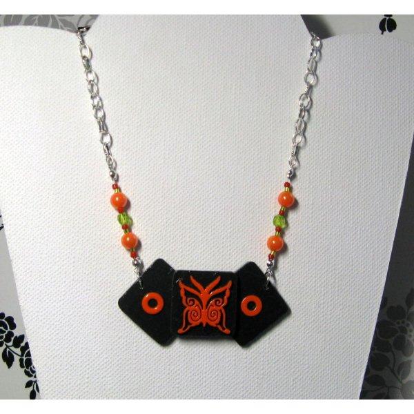 Collier pour Femme en Ardoise avec un Papillon orange monté sur une chaine, Création Unique