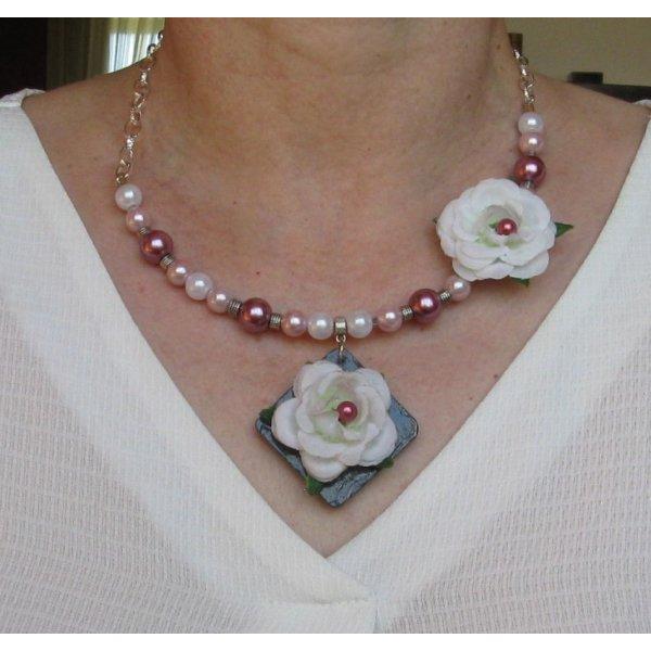 collier plastron mariage romantique fleur tissu blanc perle nacrée pièce unique fait main
