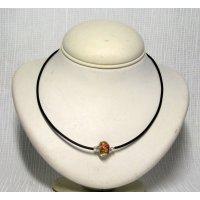 collier rigide une perle européenne multicolore sur pvc noir
