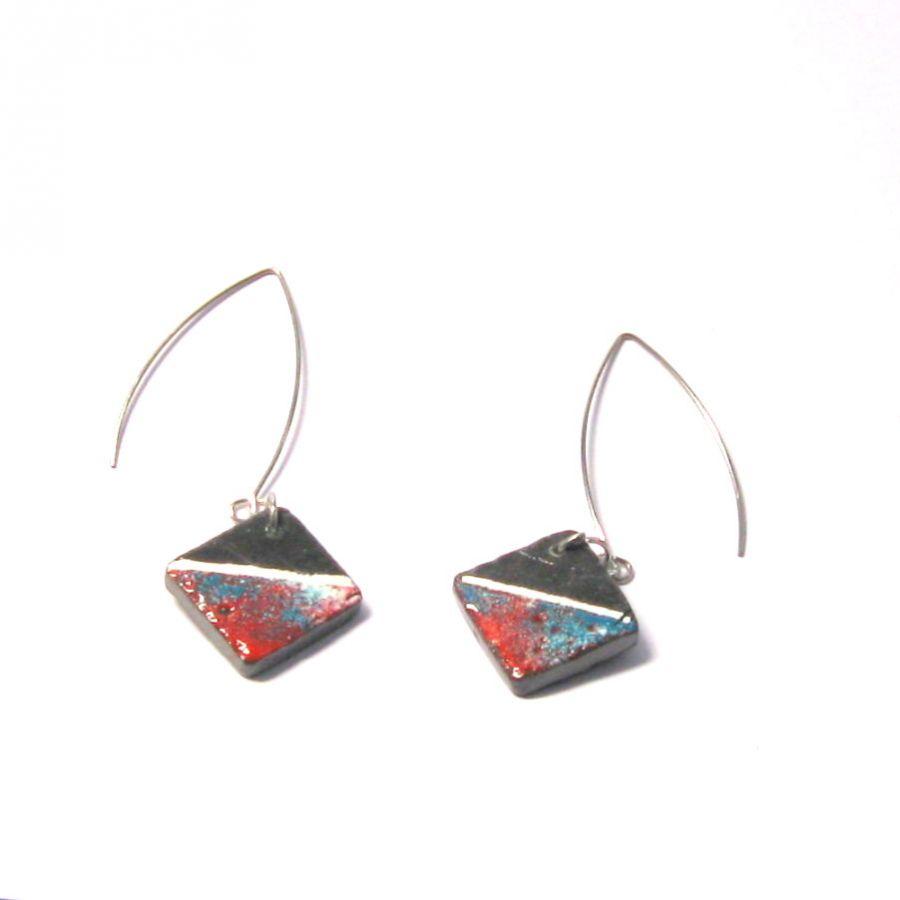 Longues Boucles d'oreille pour Femme en Ardoise Emaillée Bleu et Rouge montées sur un pendant en acier Inoxydable, Création Artisanale