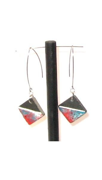 Grandes boucles d'oreille modernes multicolores pour oreilles percées, création artisanale.