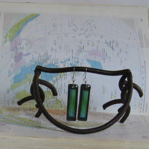 Longues Boucles d'Oreille en Ardoise Bleu et Vert, sur Pendant en Acier Inoxydable, Création Unique