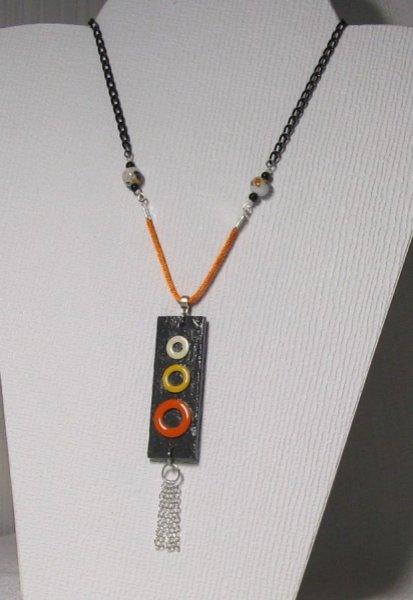 pendentif ardoise anneau métal émaillés sur cordon coton et chaine noire