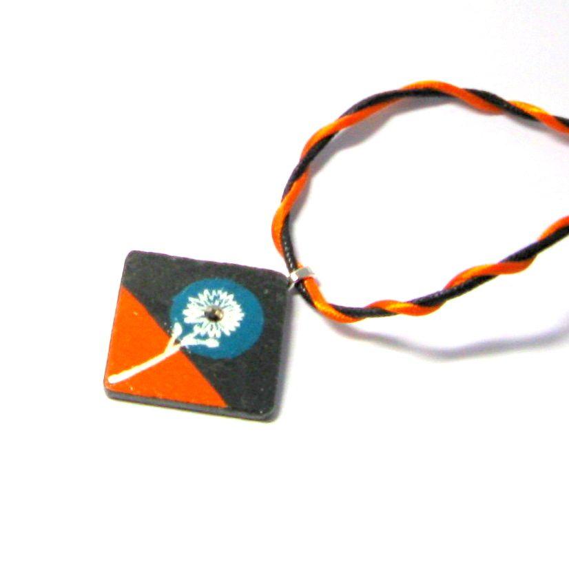 pendentif ardoise émaillée fleur sur cordon coton, création artisanale