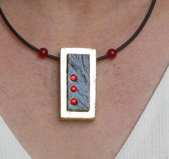 pendentif collier moderne bois et ardoise rouge et or